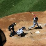 Hitter Nr. 33 Nick Snisher von den Cleveland Indians schlägt am Ball vorbei