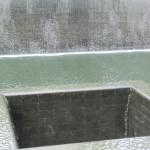Mitte des neun Meter tiefen Wasser-Beckens