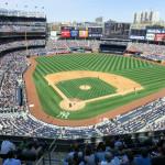 Baseballfeld im Yankees Stadium mit Infield und Outfield - dem Fair Territory sowie dem Foul Territory.