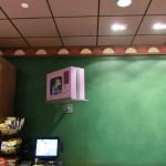 TV-Gerät in Moe's Taverne in Springfield (Universal Orlando)