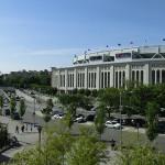 Panorama: New York Yankees Stadium mit der Subway-Station und einem Baseball-Feld