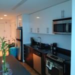 Küchenzeile in der Studio Suites der Dharma Home Suites in der 70 Greene Street in Jersey City
