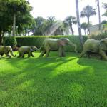 Skulpturen Elefanten-Familie an der Hotel-Einfahrt