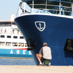 Ein Angler am Hafen von Keramoti