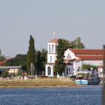 Ansicht auf die griechisch-orthodoxe Kirche von der Thassos-Fähre aus gesehen