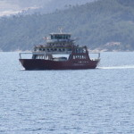 Rotes Schiff der Thassos Ferries auf dem Weg nach Keramoti