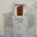 """Büste """"Alexander der Große"""" am Flughafen Kavala"""