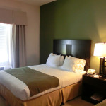 Queen Size Bed im Holiday Inn Express & Suites in Marathon