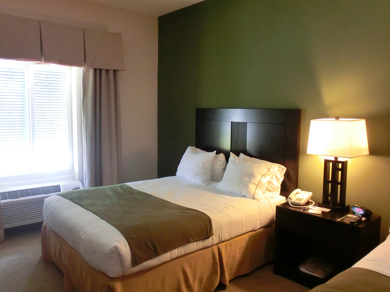 hotel tipp florida keys holiday inn express suites in. Black Bedroom Furniture Sets. Home Design Ideas