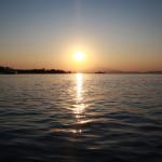 Schöner Sonnenuntergang im griechischien Fischerdorf Keramoti