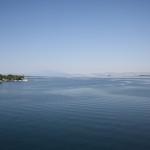 Wasser im Hafen bei der Ausfahrt mit der Fähre nach Thassos