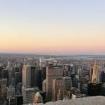 East Manhattan mit dem Chrysler Building und dem Metlife Building in der Abenddämmerung
