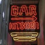 Neonreklame Bar Kitchen - Wegweiser