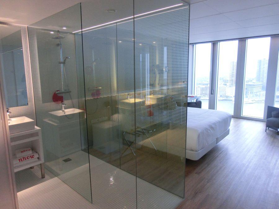 Zimmeransicht-Badezimmer-Schlafzimmer-nhow-Rotterdam-Suite ...