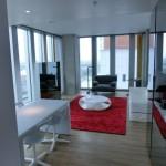 Ansicht Wohnbereich in einer Suite des nhow Rotterdam