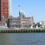 Hotel Restaurant New York in Rotterdam vom Wasser aus gesehen