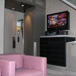Innenansicht Wohnbereich - TV-Gerät Suite Sofitel München