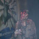 Zombie mit schrägem Kopf