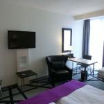 Zimmeransicht - TV - Schreibtisch - Stuhl - Hotel Scandic Berlin Kurfürstendamm