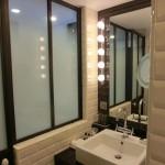 Ansicht Badezimmer mit Waschbecken