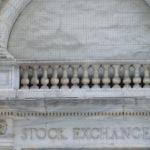 """Inschrift """"Stock Exchange"""" an der New Yorker Börse"""